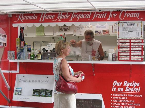 キュランダの名物アイスクリーム屋さん